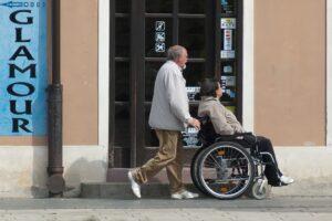 se puede trabajar con pension de invalidez